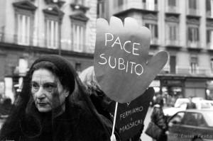 Manifestazione donne in nero contro la guerra