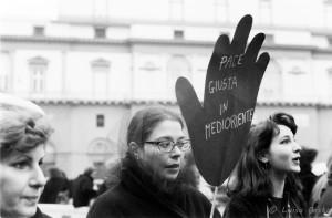Manifestazione Donne in nero contro la guerra.